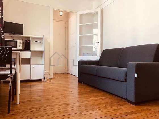 Quiet living room furnished with 1 sofabed(s) of 130cm, tv, 2 chair(s)