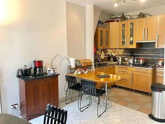 Beautiful kitchen of 14m² with tile floor