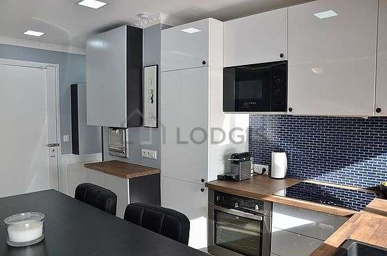Kitchen where you can have dinner for 4 person(s) equipped with dishwasher, hob, refrigerator