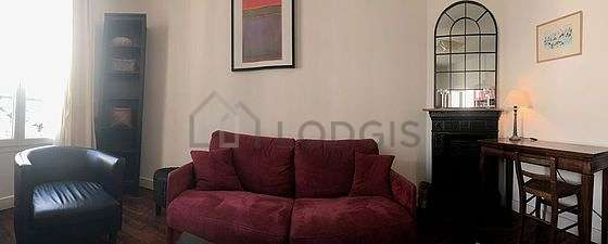 Quiet living room furnished with 1 sofabed(s) of 140cm, 1 armchair(s), 1 chair(s)