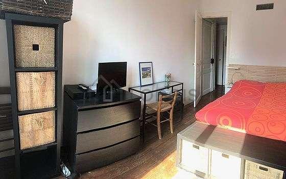 Chambre très lumineuse équipée de télé, 1 chaise(s)
