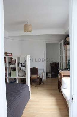 Very quiet living room furnished with 1 bed(s) of 140cm, tv, closet, 1 chair(s)