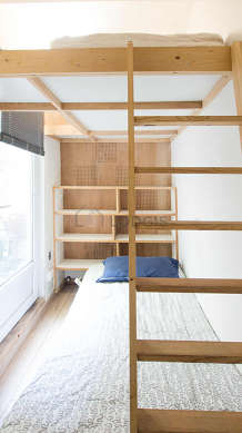 Quiet bedroom for 3 persons equipped with 1 bed(s) of 90cm, 1 futon(s) of 110cm