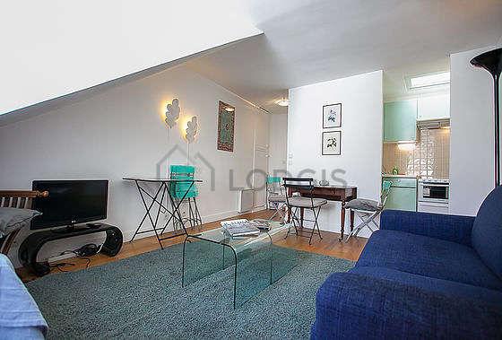 Séjour équipé de 1 canapé(s) lit(s) de 90cm, télé, 1 chaise(s)