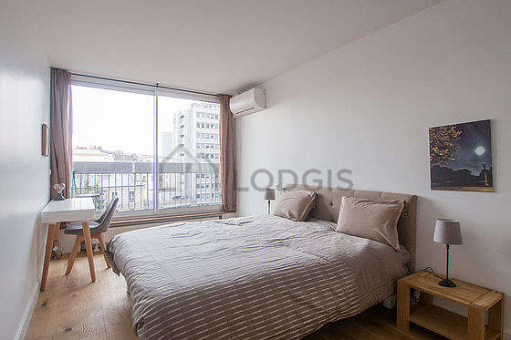 Quiet bedroom for 2 persons equipped with 2 bed(s) of 80cm