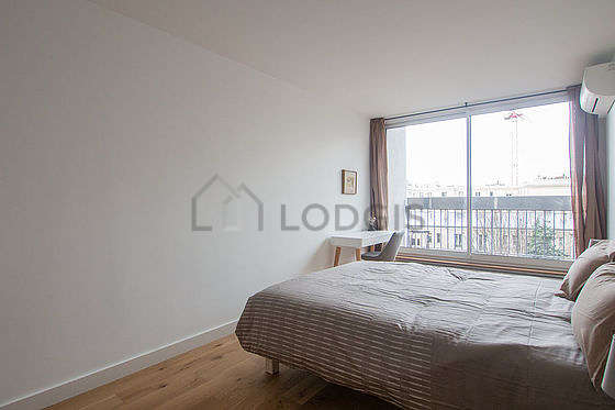 Bright bedroom equipped with desk, storage space, 1 chair(s)