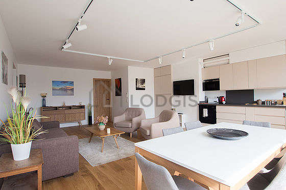 Quiet living room furnished with 1 sofabed(s) of 140cm, tv, 2 armchair(s), 6 chair(s)