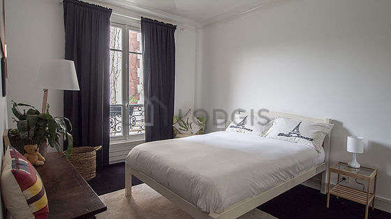 Bedroom of 15m² with the carpeting floor