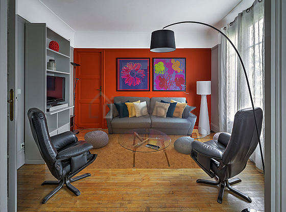 Very quiet living room furnished with 1 sofabed(s) of 160cm, tv, 1 armchair(s), 4 chair(s)