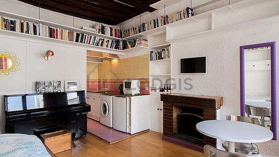 Very quiet living room furnished with 1 bed(s) of 140cm, tv, cupboard, 2 chair(s)