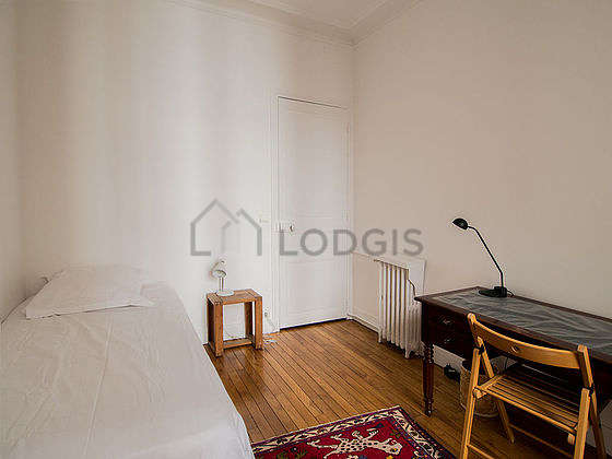 Very quiet bedroom for 1 persons equipped with 1 bed(s) of 90cm