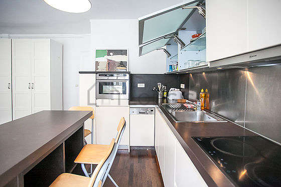 Kitchen where you can have dinner for 4 person(s) equipped with dishwasher, refrigerator, freezer, crockery