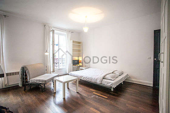 Quiet living room furnished with 1 sofabed(s) of 130cm, 1 sofabed(s) of 140cm, tv, closet