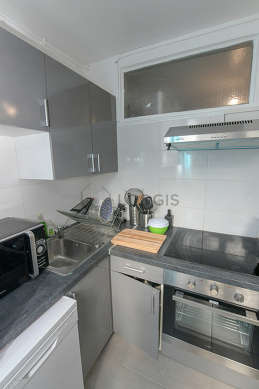 Great kitchen of 8m² with tile floor