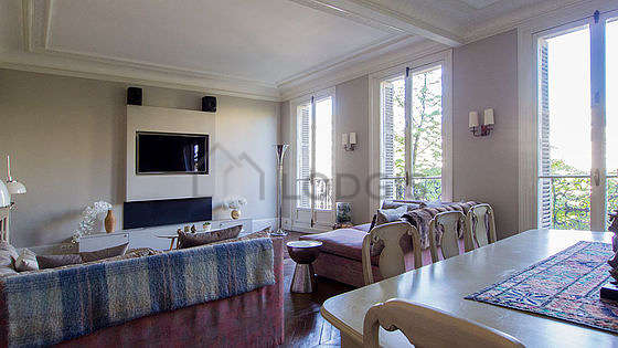 Quiet living room furnished with tv, hi-fi stereo, 8 chair(s)