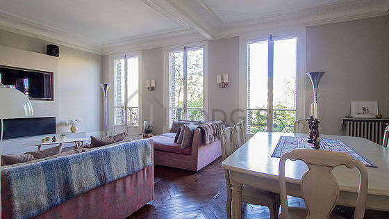 Beautiful, quiet and bright sitting room of an apartment in Paris