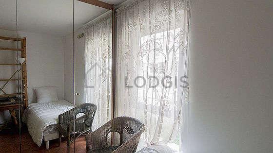 Chambre lumineuse équipée de 1 fauteuil(s)