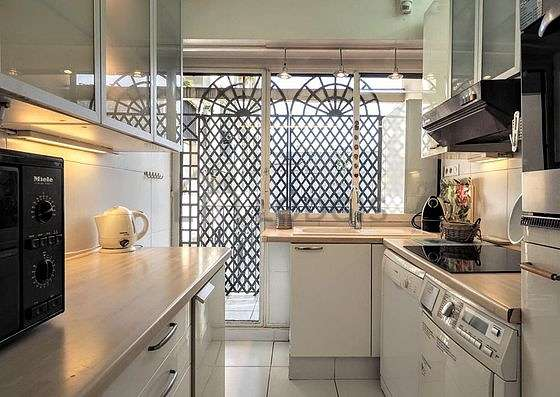 Great kitchen of 6m² with tile floor