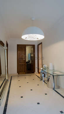 Very beautiful entrance with tile floor