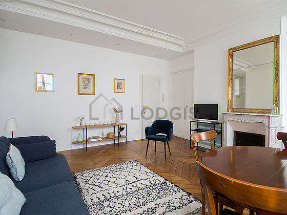 Quiet living room furnished with tv, 1 armchair(s), 4 chair(s)
