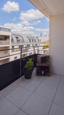 Very quiet and very bright balcony with tile floor