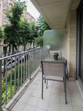 Very quiet and very bright balcony with paving floor
