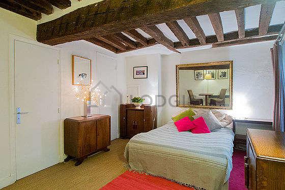Salon de 15m² avec du coco au sol