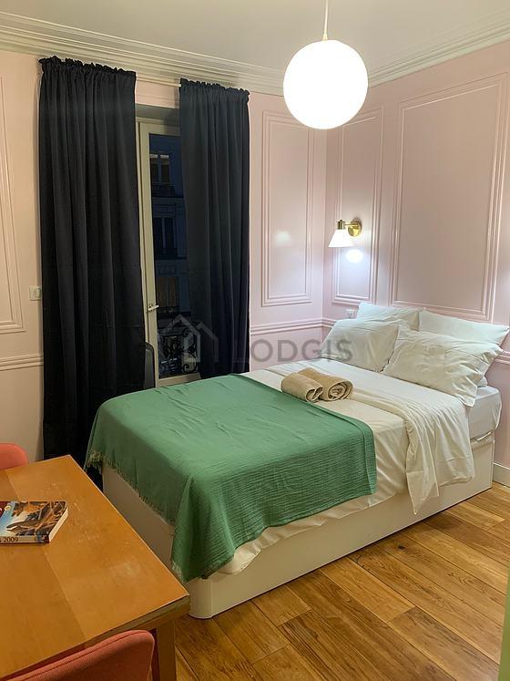 Location studio avec concierge paris 5 rue claude for Location studio meuble paris 16