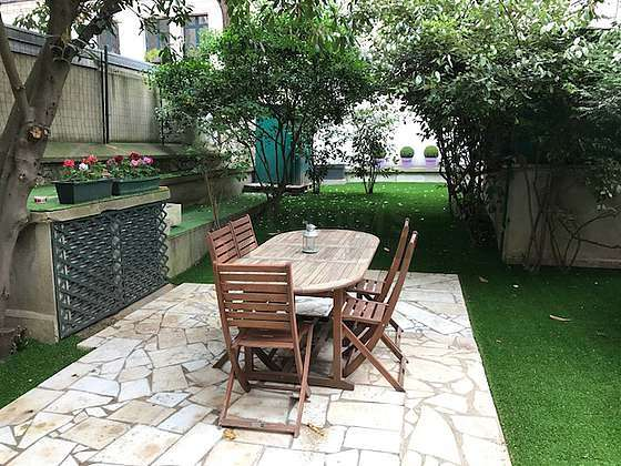 Jardin équipé de table à manger, 6 chaise(s), tabouret