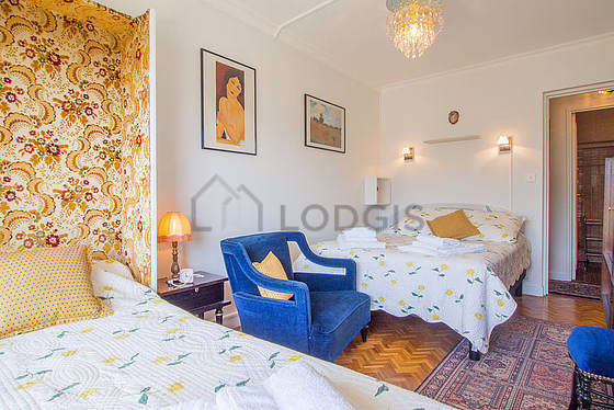 Quiet bedroom for 3 persons equipped with 1 murphy bed(s) of 90cm, 1 bed(s) of 140cm