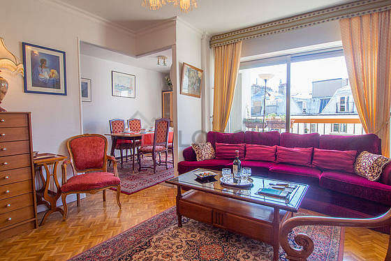 Quiet living room furnished with tv, hi-fi stereo, 4 armchair(s)