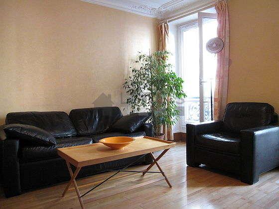 Séjour calme équipé de 1 canapé(s) lit(s) de 140cm, téléviseur, lecteur de dvd, 1 fauteuil(s)