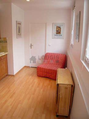 Séjour très calme équipé de 1 canapé(s) lit(s) de 90cm, table à manger, 4 chaise(s)
