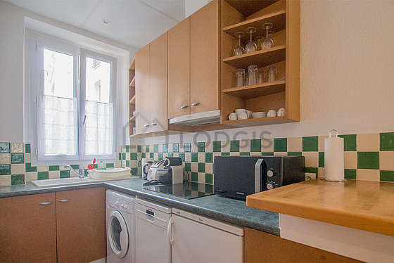 Beautiful kitchen of 6m² with floor tiles floor