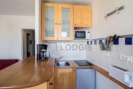 Magnifique cuisine de 4m² avec du carrelage au sol