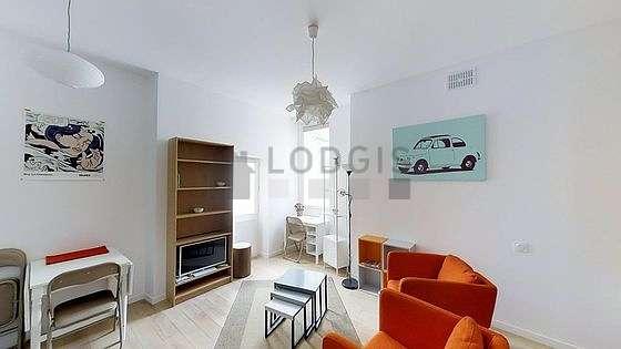 Séjour très calme équipé de 1 lit(s) armoire de 140cm, téléviseur, 2 fauteuil(s), 5 chaise(s)
