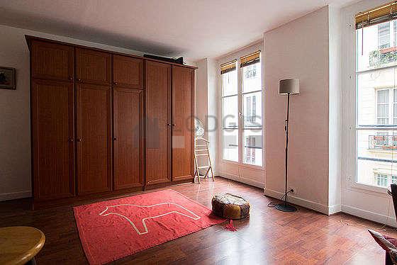 Séjour équipé de 1 canapé(s) lit(s) de 120cm, 1 lit(s) armoire de 160cm, téléviseur, chaine hifi