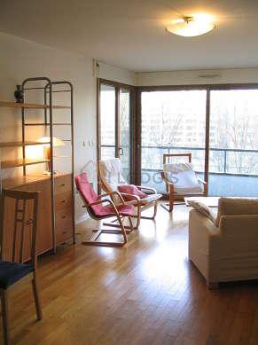 Séjour très calme équipé de 1 canapé(s) lit(s) de 140cm, téléviseur, chaine hifi, 3 fauteuil(s)