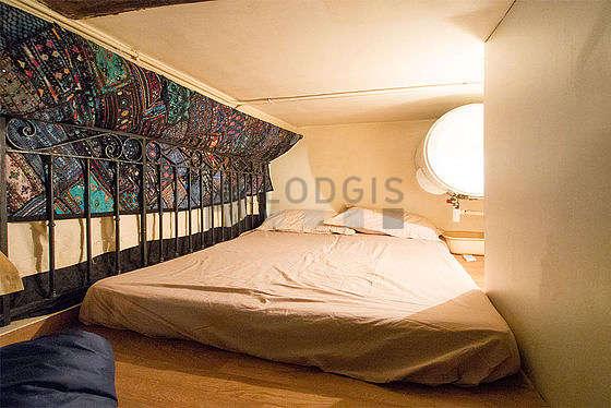 Mezzanine sous belle hauteur de plafond