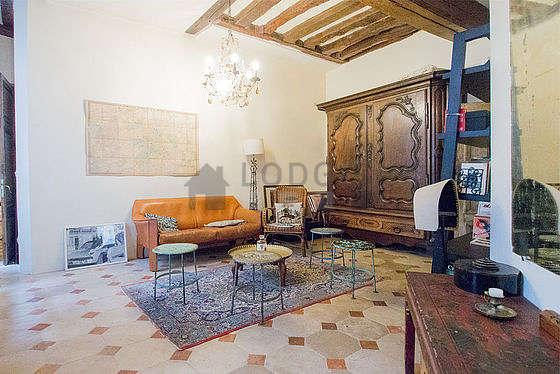 Séjour très calme équipé de 1 lit(s) mezzanine de 90cm, 1 canapé(s) lit(s) de 140cm, chaine hifi, 2 fauteuil(s)