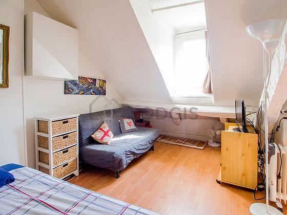 Location studio avec ascenseur paris 12 rue saint for Location studio meuble lyon