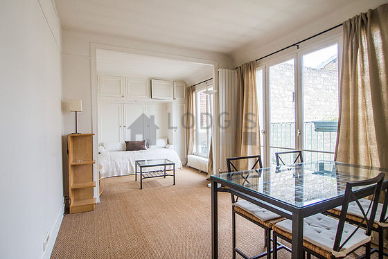 Location studio avec terrasse ascenseur et concierge for Location studio meuble paris 16