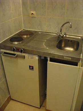 Kitchen of 2m² with tile floor