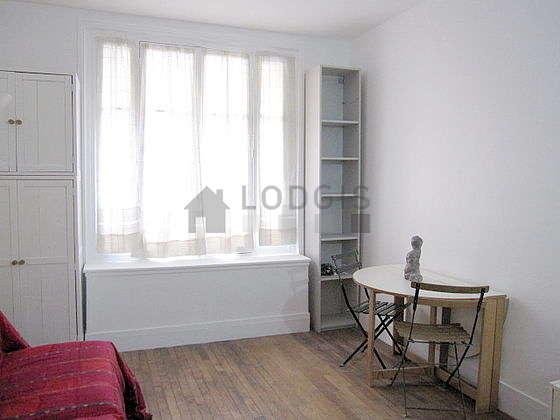 location studio paris 15 rue jobb duval meubl 24 m porte de versailles. Black Bedroom Furniture Sets. Home Design Ideas