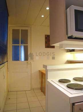Cuisine dînatoire pour 4 personne(s) équipée de lave linge, réfrigerateur, vaisselle