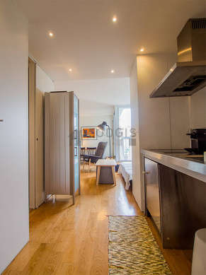 Beautiful kitchen of 10m² with wooden floor