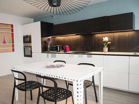 Magnifique cuisine de 2m² avec du parquet au sol