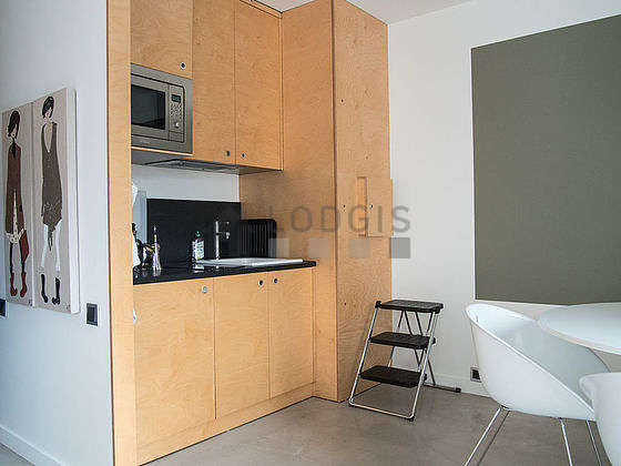 Beautiful kitchen of 1m² with its concrete floor