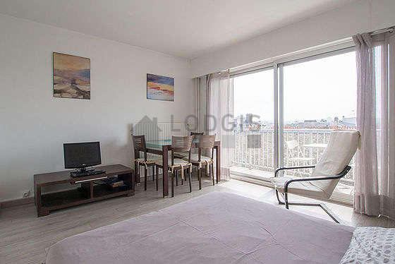 Very quiet living room furnished with 1 bed(s) of 140cm, tv, dvd player, 1 armchair(s)