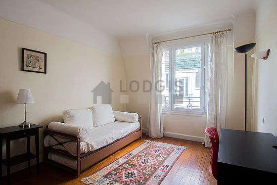 Chambre de 18m² avec du parquet au sol